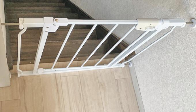 階段前のフェンス